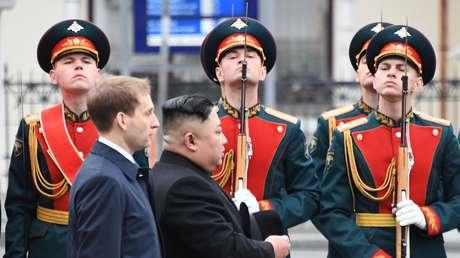 El líder norcoreano, Kim Jong-un, en la estación de ferrocarril de Vladivostok, Rusia, el 24 de abril de 2019