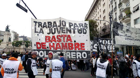 Manifestantes frente al Congreso Nacional en Buenos Aires. 24 de abril de 2019.