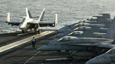 El portaviones estadounidense USS Abraham Lincoln en el estrecho de Ormuz, el 14 de febrero de 2012.