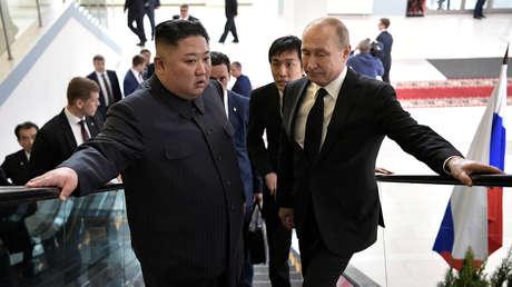 Kim Jong-un y Vladímir Putin en Vladivostok (Rusia), 25 de abril de 2019.