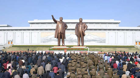 Estatuas de Kim Il-sung y Kim Jong-il en Pionyang, Corea del Norte