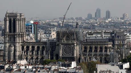 La catedral de Notre Dame después del incendio que devastó gran parte del edificio, París, Francia, el 17 de abril de 2019