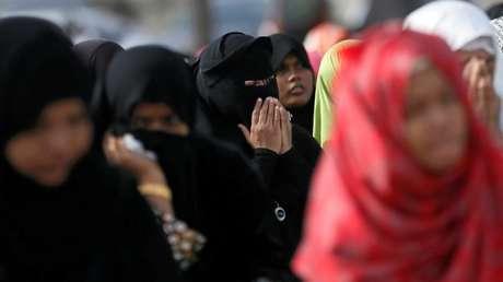 Mujeres musulmanas rezando en Colombo, Sri Lanka,