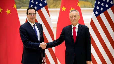 Steven Mnuchin, secretario del Tesoro de EE.UU., y el viceprimer ministro chino Liu He, el 14 de febrero de 2019.