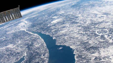 Imagen satelital del cráter generado por el impacto de un meteroito en Manicouagan (Québec, Canadá).