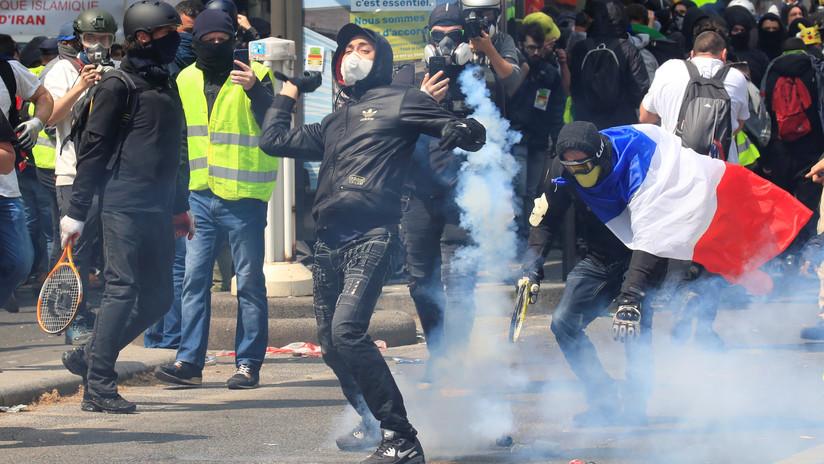 VIDEO: Choques en París entre la Policía y manifestantes antes de la marcha del Primero de Mayo