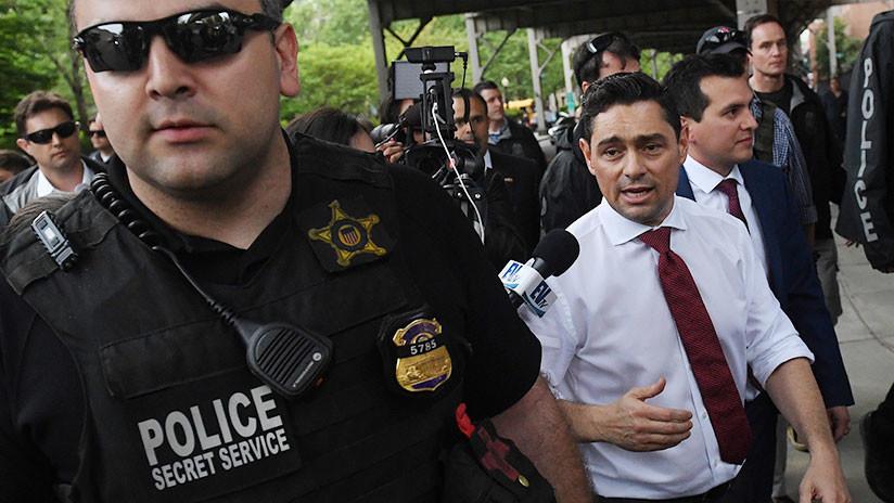 Máxima tensión en la Embajada de Venezuela en Washington donde permanecen unos activistas para evitar el ingreso del personal de Guaidó