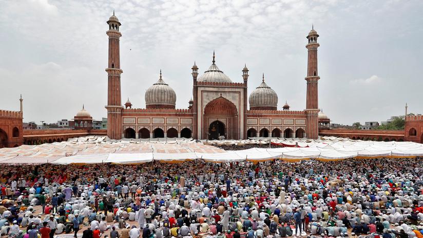 La India: Prohíben que los turistas entren en una mezquita por la moda de grabarse bailando (VIDEOS)