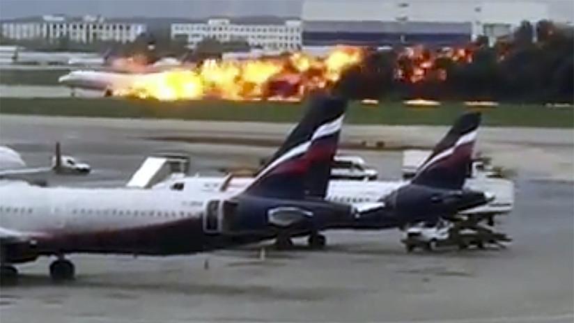 Video muestra cómo el avión accidentado toca tierra y tras elevarse vuelve a caer con los motores incendiados