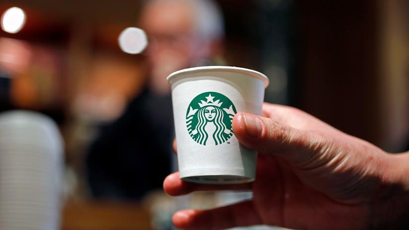 """FOTOS: Fans de 'Juego de tronos', consternados por un """"vaso de café de Starbucks"""" en una escena"""