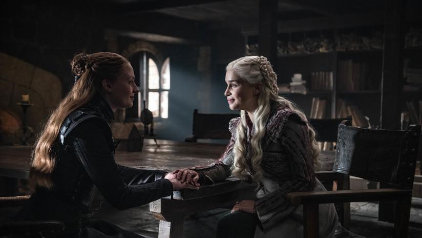"""FOTO: La imagen que hizo sospechar a seguidores de 'Juego de tronos' que Sansa Stark dejó """"a propósito"""" el polémico vaso de café en un episodio"""