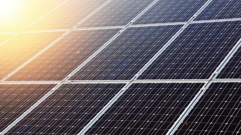 Diseñan un panel fotovoltaico que genera electricidad gracias a la frialdad del espacio