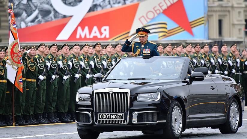 VIDEO: La limusina descapotable rusa Aurus hace su debut en la Plaza Roja en el Día de la Victoria