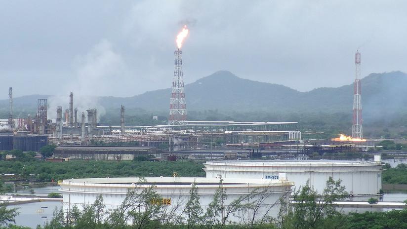 Moody's advierte sobrecostos y retrasos en refinería Dos Bocas