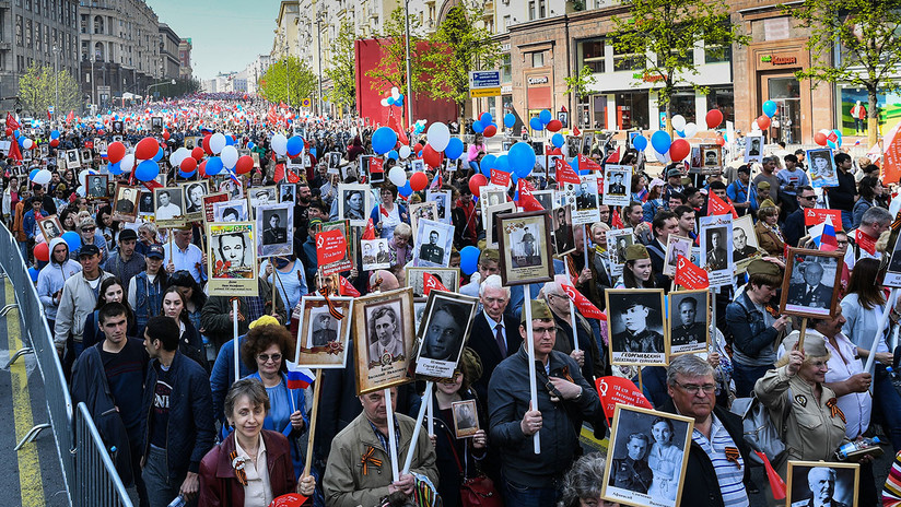 VIDEO: Multitudinarias marchas del Regimiento Inmortal dentro y fuera de Rusia para honrar a los héroes de la Gran Guerra Patria