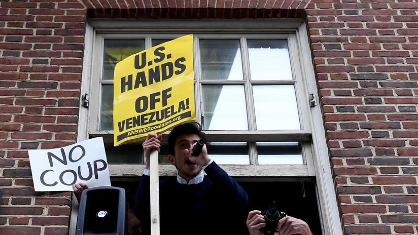 Detienen y golpean el presidente de 'Veteranos por la paz' a las afueras de la Embajada de Venezuela en Washington