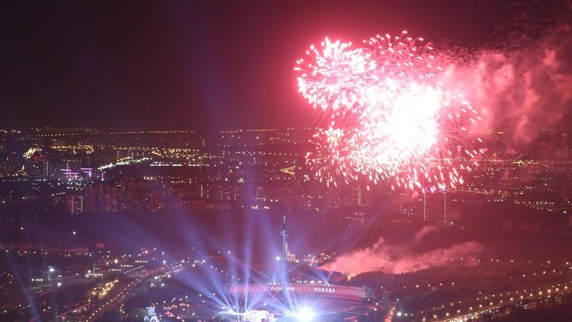 VIDEO, FOTOS: Moscú culmina su celebración del Día de la Victoria con su tradicional espectáculo de fuegos artificiales