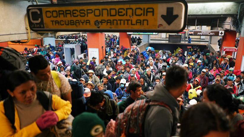 VIDEOS: Pasajeros caen por las escaleras eléctricas de una estación saturada en el metro de Ciudad de México