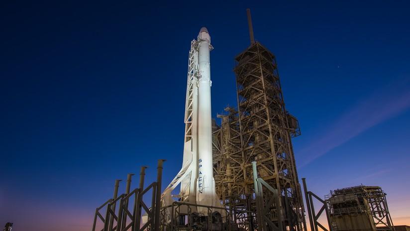 FOTO: Musk muestra cómo 60 satélites caben en el Falcon 9  de SpaceX y anuncia su próximo lanzamiento