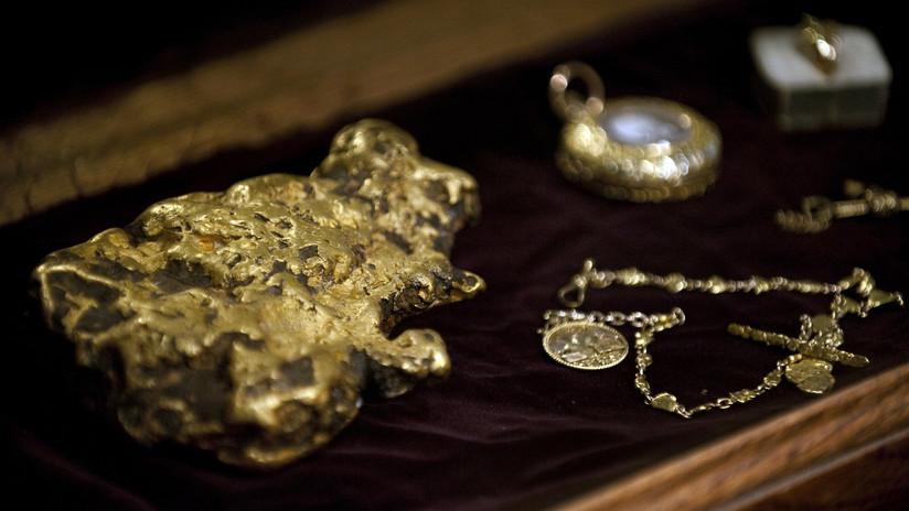 Una familia saca a pasear a su perro y halla un lingote de oro de más de medio kilo