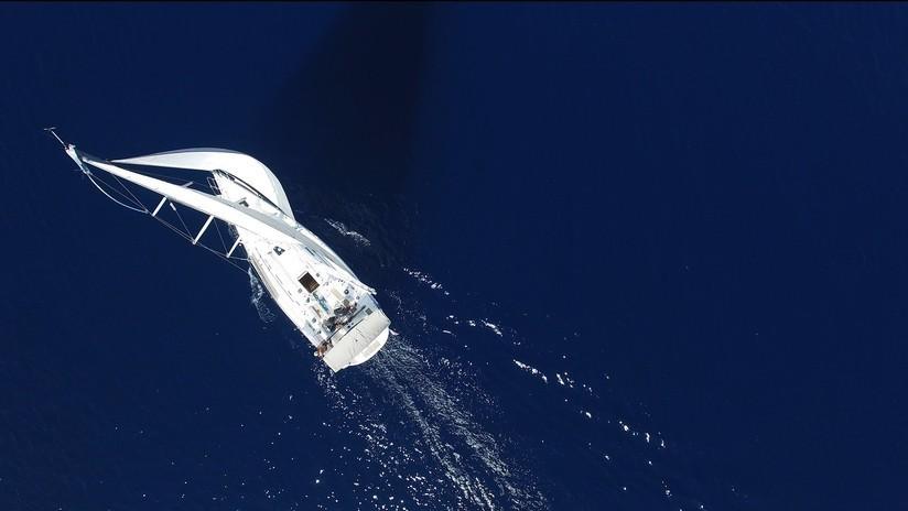 Dos australianos sobreviven una noche en unas aguas llenas de cocodrilos y tiburones tras un naufragio