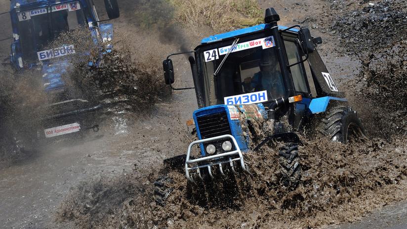 """Un 'rally' ruso de tractores con saltos y curvas cerradas aspira a ser el """"nuevo deporte nacional"""""""
