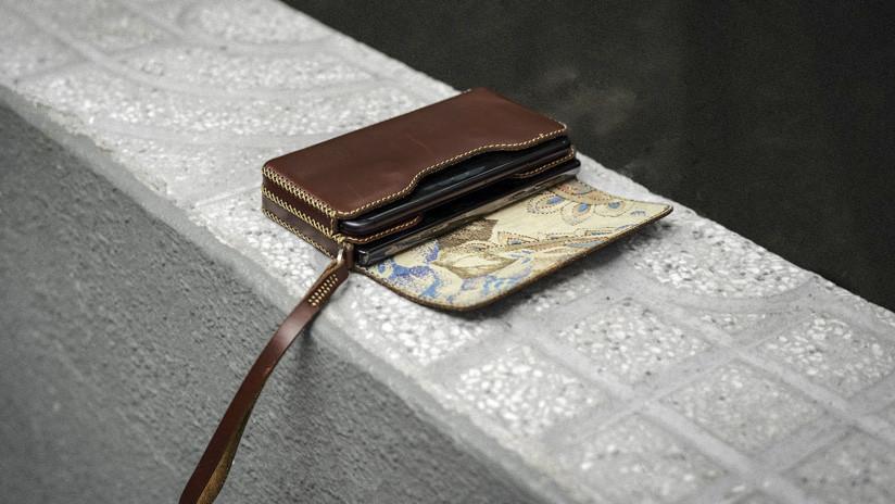 Encuentra una billetera de hace 40 años e intenta localizar a su propietaria (FOTOS)