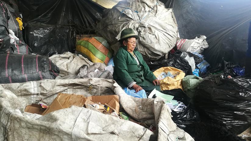 """""""Meter las manos a la basura"""": el arduo trabajo no reconocido de los 'recicladores de base'"""