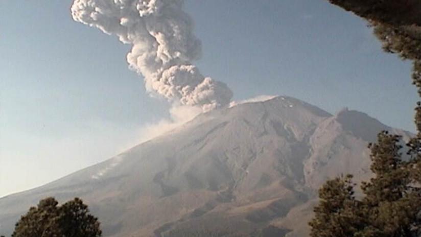 El volcán Popocatépetl registra una nueva explosión en medio de la crisis del aire