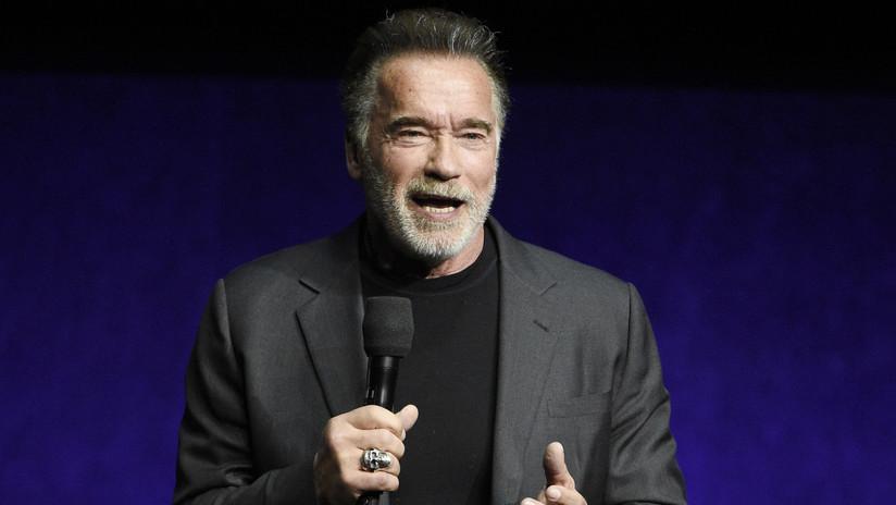 VIDEO: Atacan con una patada voladora a Arnold Schwarzenegger en Sudáfrica