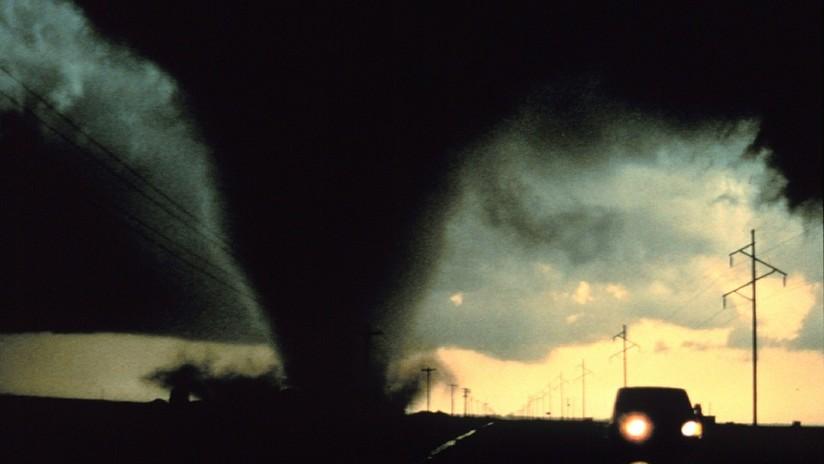 VIDEOS: Filman un gran tornado en Texas, mientras una ola de tormentas azota el centro de EE.UU.