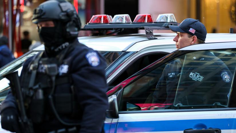 Arrestan a una policía de Nueva York por planear el asesinato de su exmarido y de una niña