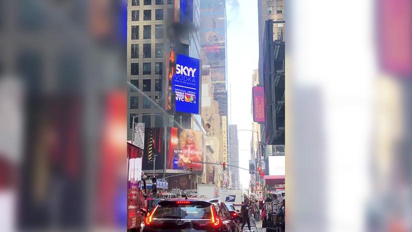 Nueva York: Se incendia un cartel digital en Times Square (VIDEOS)