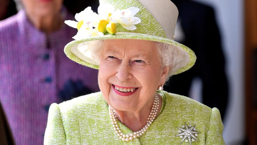 La reina Isabel II busca a un gerente de redes sociales