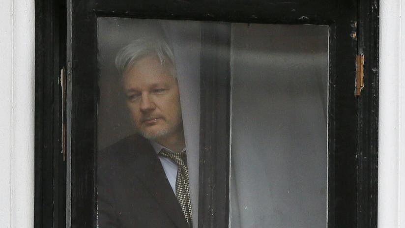 La Fiscalía sueca solicita a la corte una orden de arresto para Julian Assange