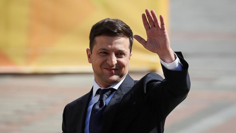 Vladímir Zelenski toma posesión como presidente de Ucrania y anuncia la disolución del Parlamento