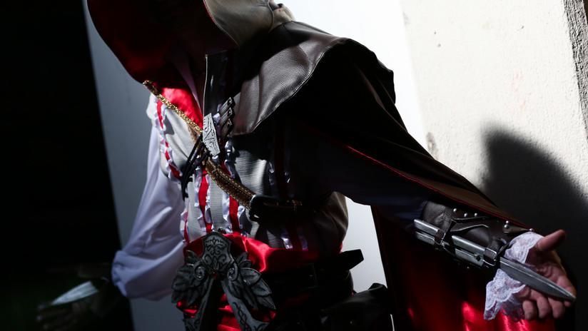 Arrestan en Francia a un hombre que escondía en su chaqueta largas cuchillas a la manera de un videojuego
