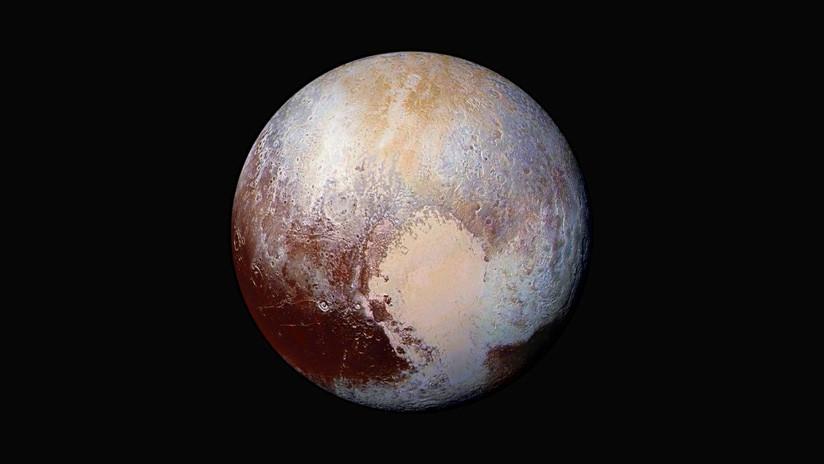 Descubren una capa de gas en Plutón que podría ocultar un océano subterráneo en estado líquido