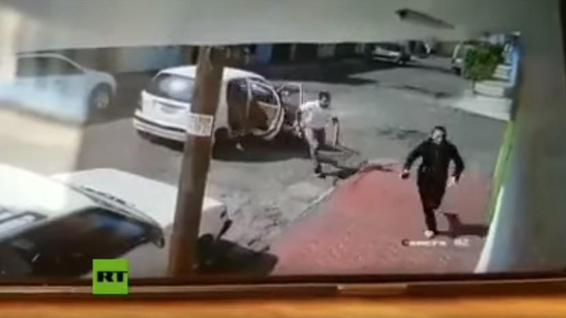 VIDEO: Una mujer se salva de ser secuestrada a plena luz del día en México gracias a su rápida reacción