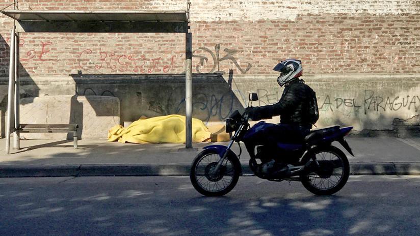 Prenden fuego a indigentes mientras dormían en la calle