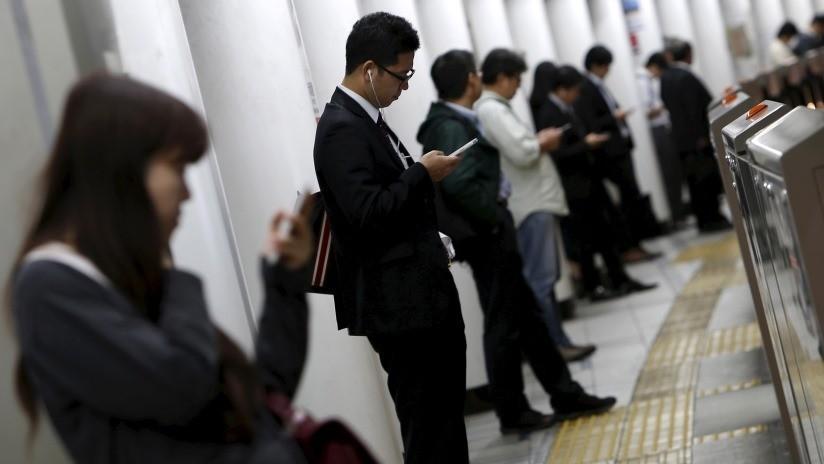 """""""¡Alto!"""": la Policía de Japón lanza una aplicación con sonido de voz para ahuyentar a los abusadores en los trenes"""