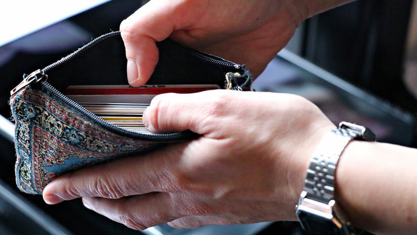 Le roban la cartera y 10 años más tarde un buen samaritano le devuelve todas sus tarjetas por correo