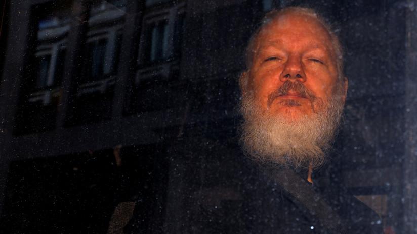 Anuncia 17 nuevos cargos contra Assange, entre ellos uno por espionaje