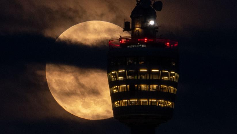 """Un ejecutivo de la NASA a cargo del programa de regreso a la Luna dimite y """"es escoltado fuera de la sede"""""""