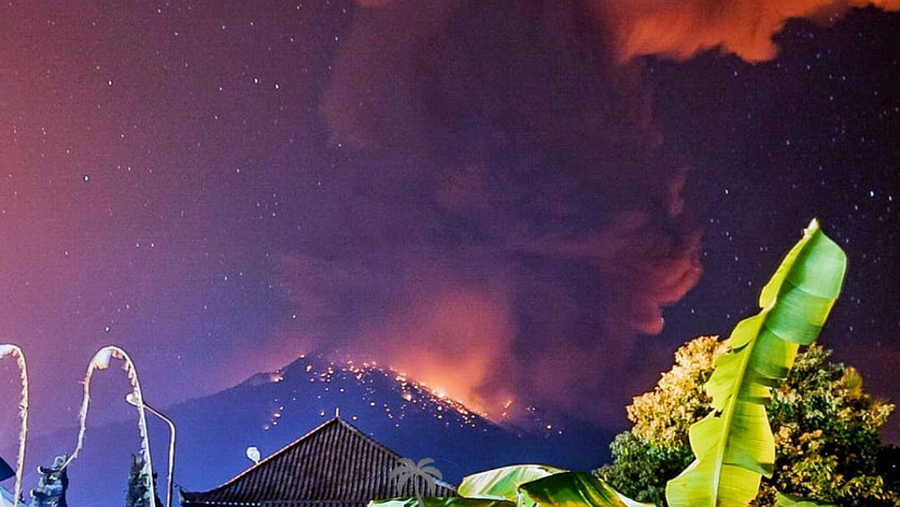 VIDEO: Entra en erupción el Monte Agung en Indonesia
