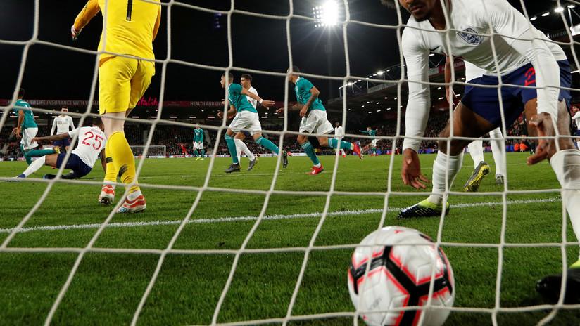 Absolutamente de locos: ¡Gol del árbitro en el fútbol de Holanda!