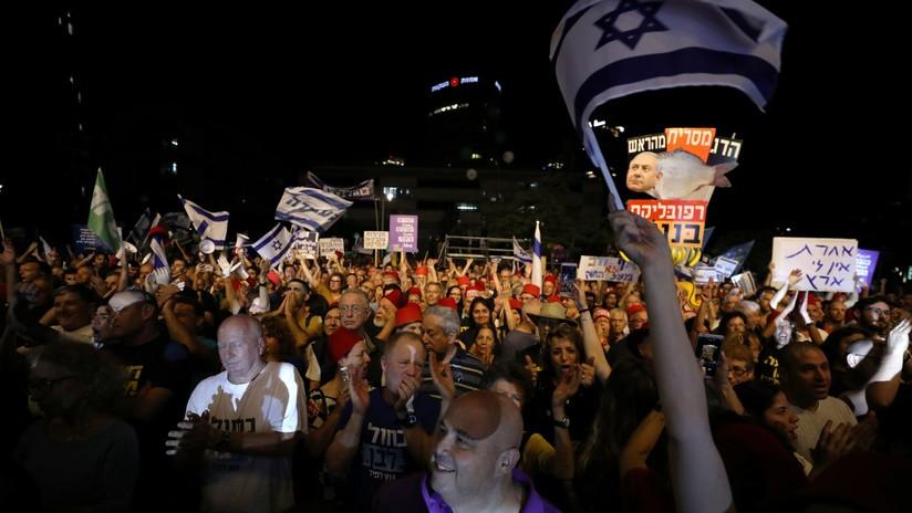 Miles de israelíes protestan contra el proyecto de ley de inmunidad que protegería a Netanyahu de acusaciones de corrupción