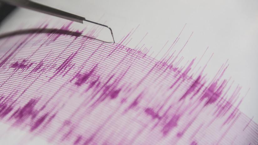 Presidente de Perú recorre zona afectada por sismo