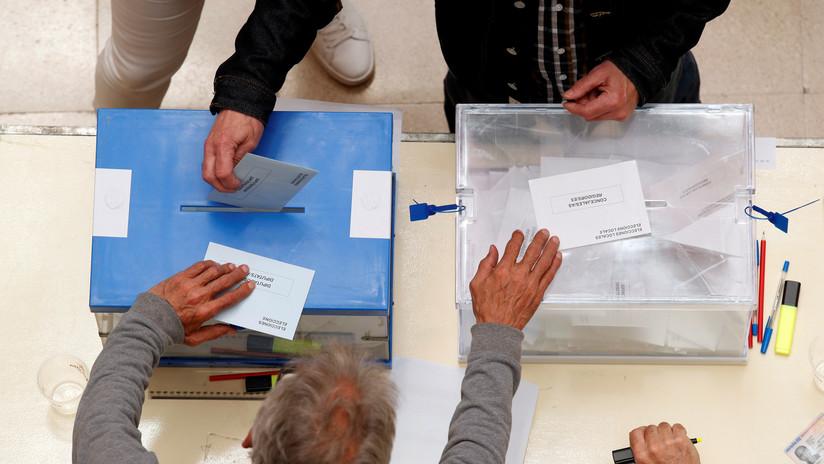 Los primeros datos de las elecciones municipales en España tiñen el mapa de rojo socialista
