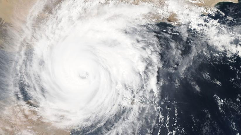 """""""Huracanes sin precedentes"""": Científicos advierten de poderosas tormentas en las costas de EE.UU. en un futuro próximo"""